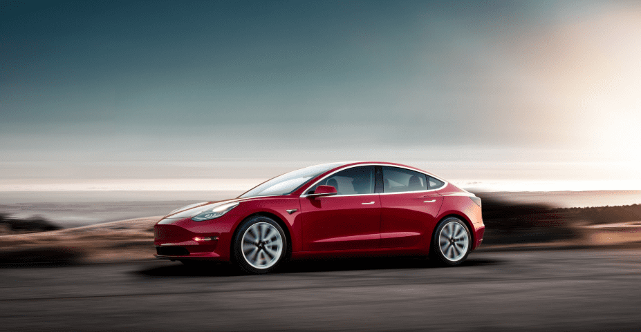 Tesla model 3 linker zijkant