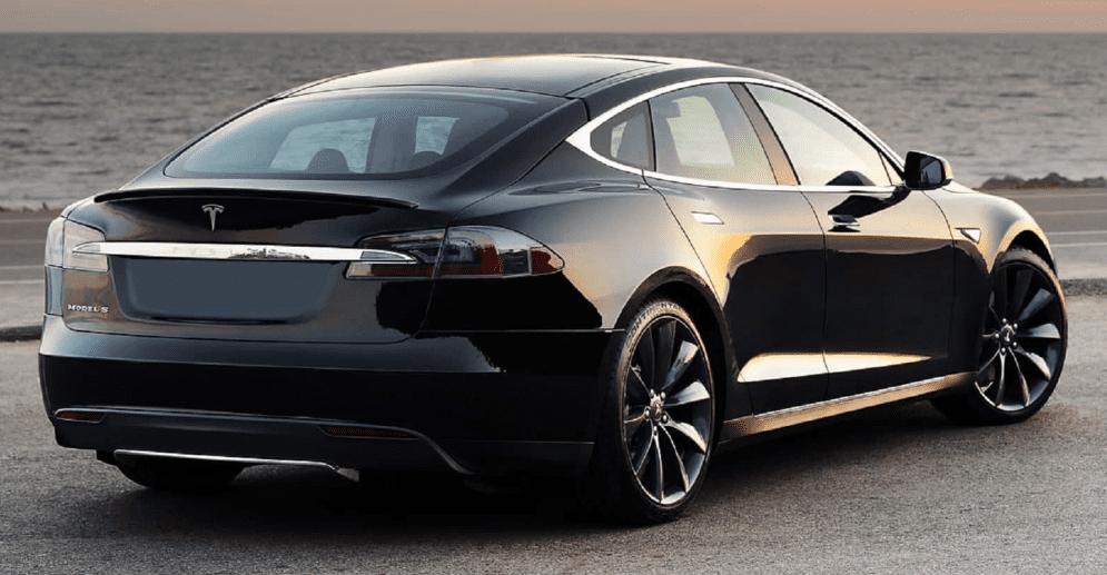 Zwarte Tesla S