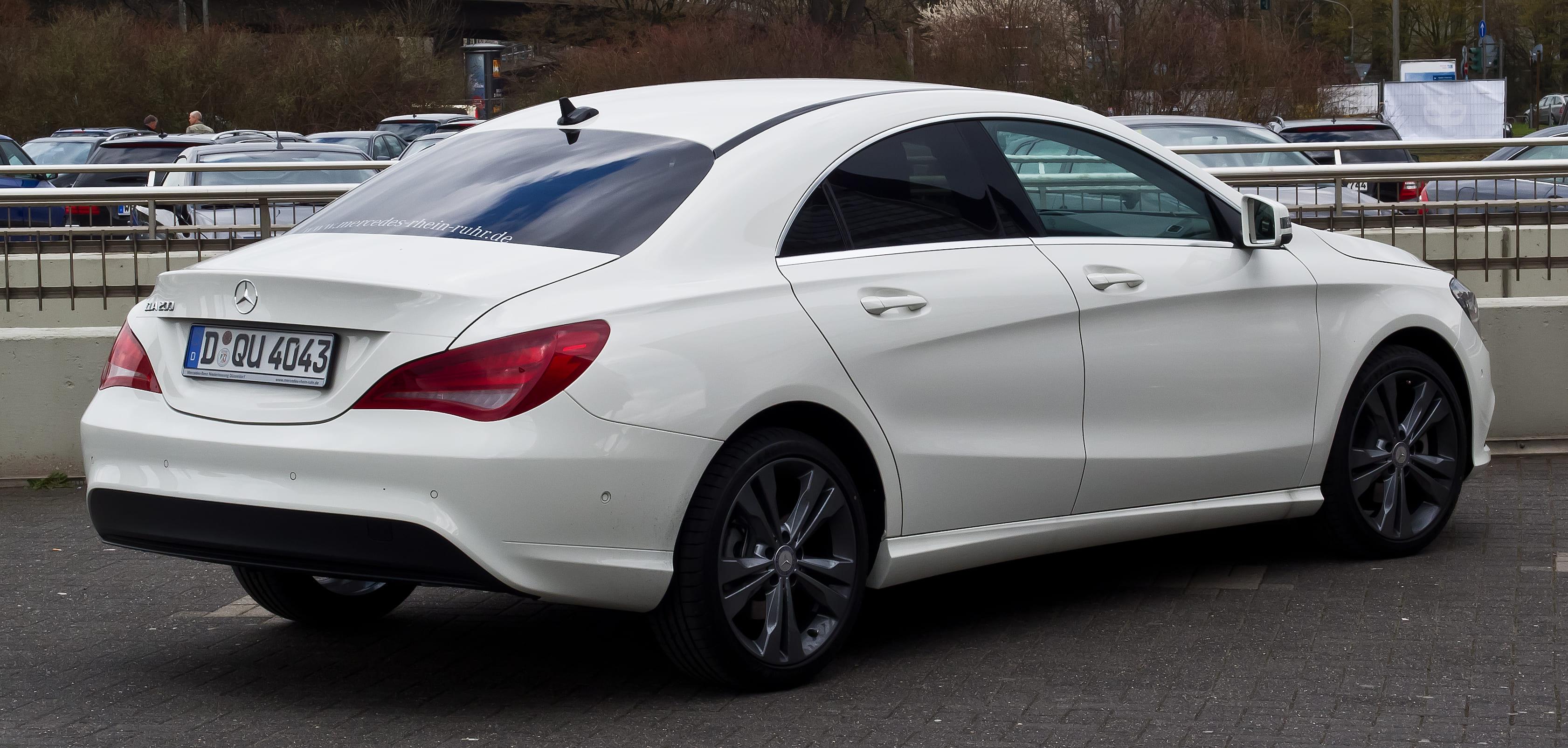 Mercedes schuin