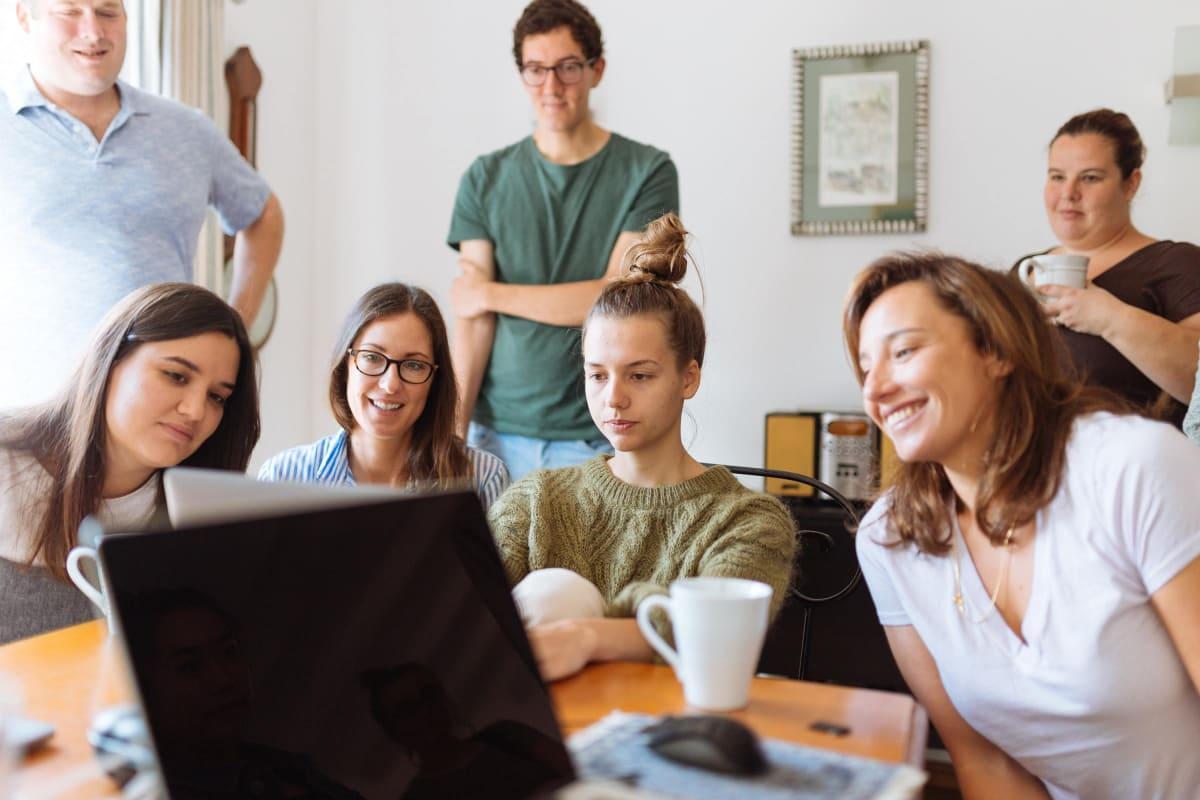 Studenten voor een scherm