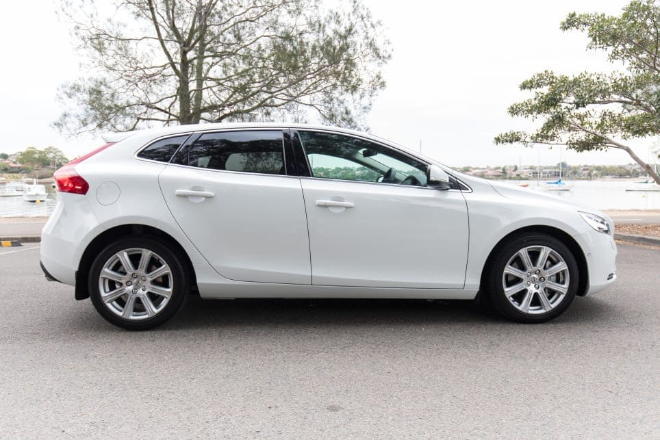 Volvo V40 zijkant Wit