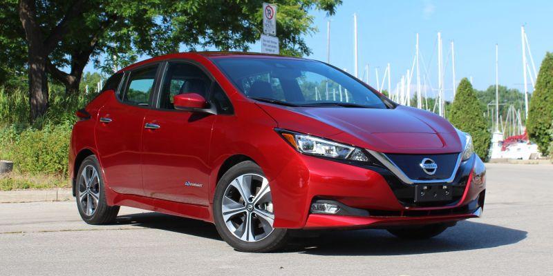 Nissan Leaf rood voor