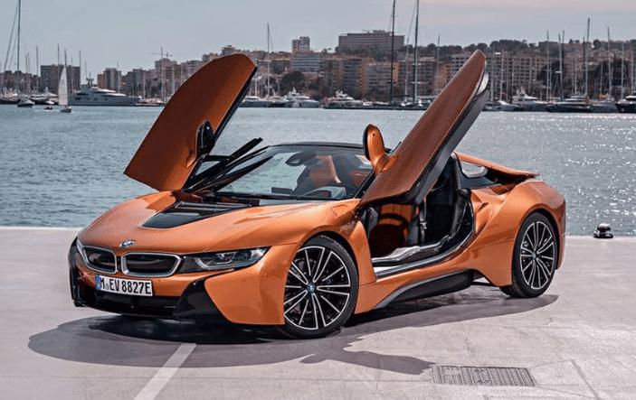 BMW i8 uit 2019 in het oranje
